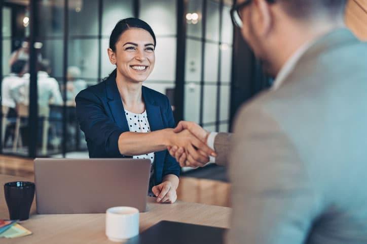 entrevista de trabajo en inglés de dos personas